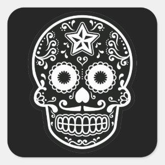 Estrella blanco y negro del cráneo del azúcar pegatina cuadrada