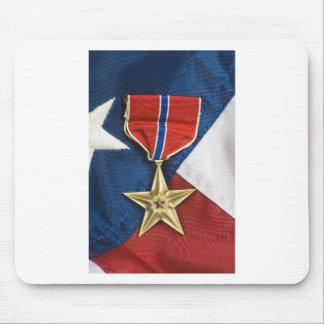Estrella de bronce en bandera americana alfombrilla de ratón