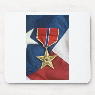 Estrella de bronce en bandera americana alfombrillas de raton