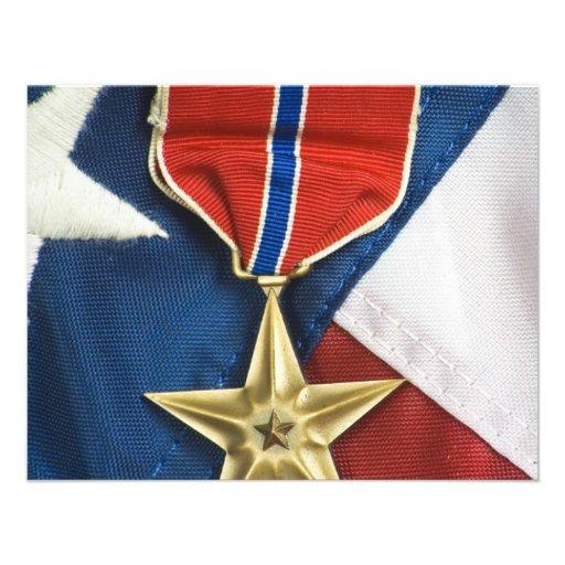 Estrella de bronce en bandera americana comunicado