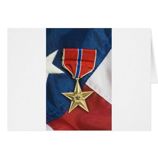 Estrella de bronce en bandera americana tarjetón