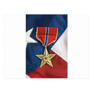 Estrella de bronce en bandera americana tarjetas postales
