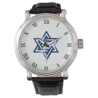 Estrella de David en el reloj de los hombres