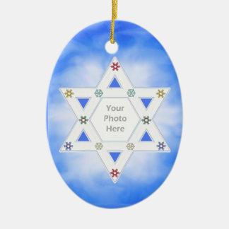Estrella de Jánuca y azul de los copos de nieve Adorno Ovalado De Cerámica