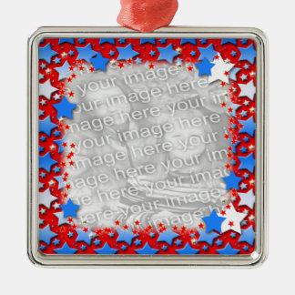 Estrellas azules del blanco en rojo adorno cuadrado plateado