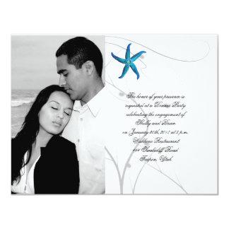 Estrellas de mar azules con el compromiso coralino invitación 10,8 x 13,9 cm