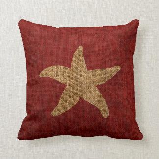 Estrellas de mar náuticas en rojo y reverso cojín decorativo