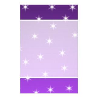Estrellas del púrpura y blancas, modelo folleto 14 x 21,6 cm