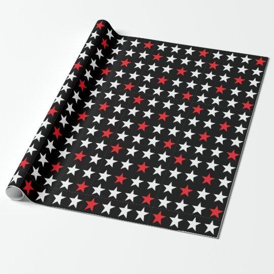 Estrellas rojas y del blanco modernas en negro papel de regalo