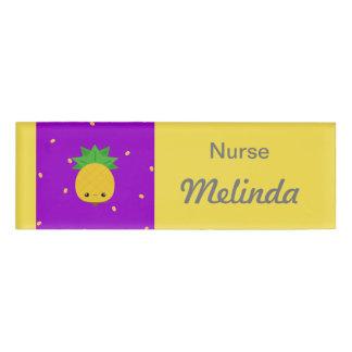 Etiqueta amarilla púrpura del nombre de la