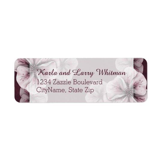Etiqueta Borgoña rica con las flores rosadas