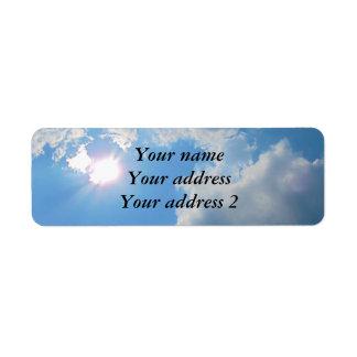 Etiqueta Cielo azul vibrante con el sol y la foto de las