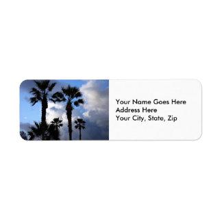 Etiqueta Cielo azul y palmeras