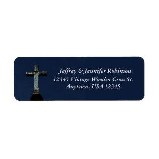 Etiqueta cruzada de madera del nombre y dirección