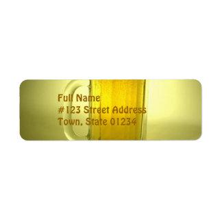 Etiqueta de correo del remite de la taza de cervez etiqueta de remitente