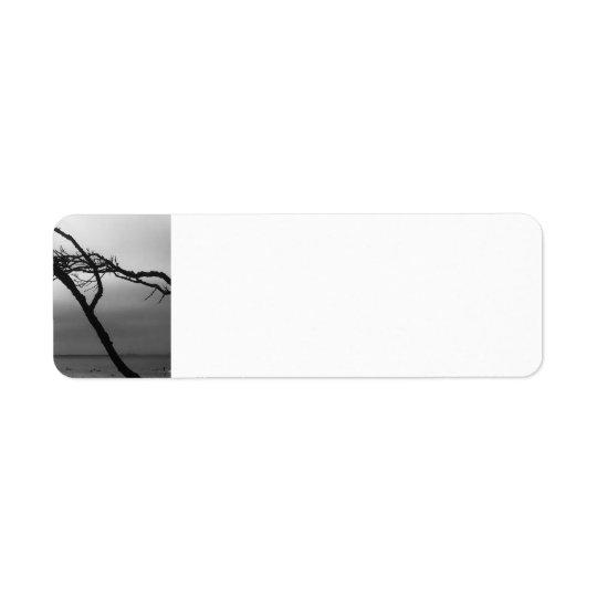 Etiqueta de dirección blanco y negro de rama de la