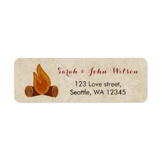 Etiqueta de dirección rústica del boda que acampa