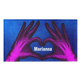 Etiqueta De Nombre La radiografía de la mano forma el corazón