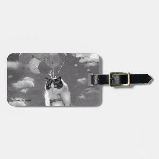 Etiqueta del bolso: Vuelo divertido del gato con