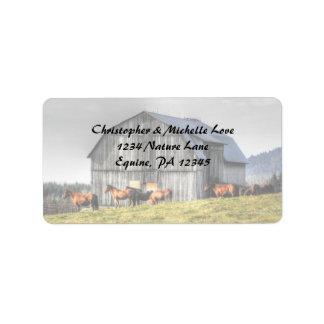 Etiqueta Dirección rústica del granero y de los caballos