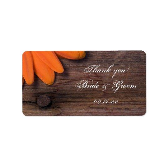 Etiqueta El boda rústico de la margarita anaranjada le
