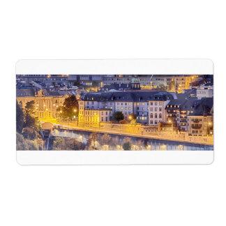 Etiqueta Escena de Fribourg con las luces de la noche