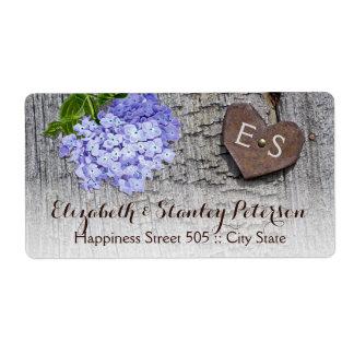 Etiqueta Flores y corazón azules del hydrangea en el boda