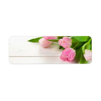 Etiqueta Fondo de la primavera con las flores del tulipán