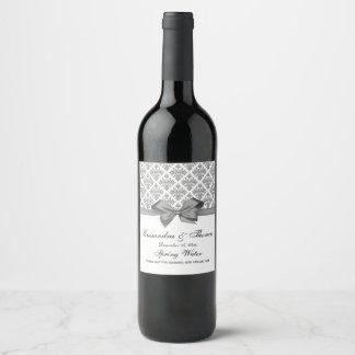 Etiqueta gris de la botella de vino del damasco