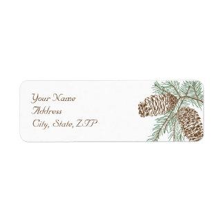 Etiqueta Naturaleza del cono del pino en el remite del boda