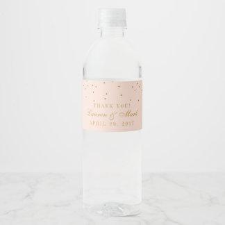 Etiqueta Para Botella De Agua Se ruborizan el rosa y el boda del confeti del oro