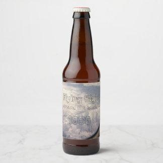 Etiqueta Para Botella De Cerveza Volar arriba en todo el mundo paisaje de la