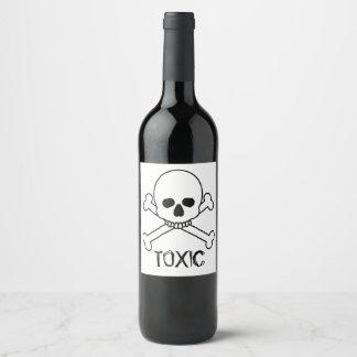 Etiqueta Para Botella De Vino Cráneo tóxico y diseño de la bandera pirata