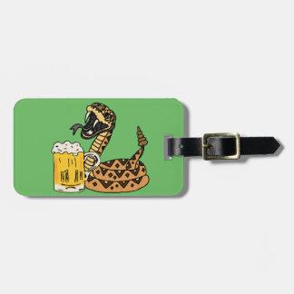 Etiqueta Para Maletas Cerveza de consumición de la serpiente de cascabel