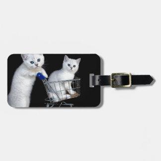 Etiqueta Para Maletas Dos gatitos blancos con el carro de la compra en