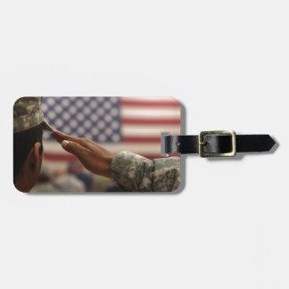 Etiqueta Para Maletas El soldado saluda la bandera de Estados Unidos