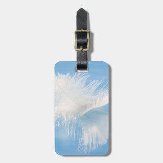 Etiqueta Para Maletas La pluma blanca refleja en el agua el | Seabeck,
