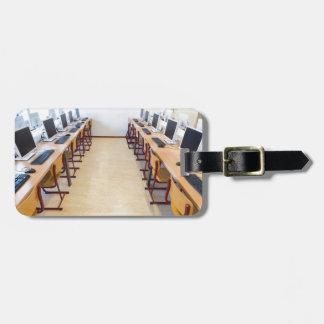 Etiqueta Para Maletas Ordenadores en sala de clase de la educación