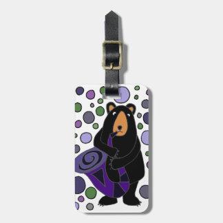 Etiqueta Para Maletas Oso negro divertido que juega arte del saxofón
