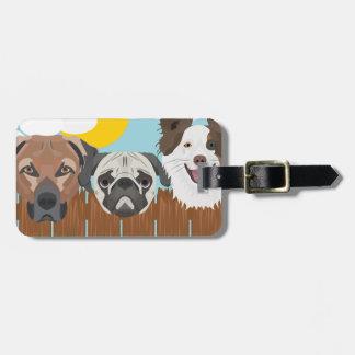 Etiqueta Para Maletas Perros afortunados del ilustracion en una cerca de