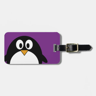 Etiqueta Para Maletas púrpura linda del pingüino del dibujo animado