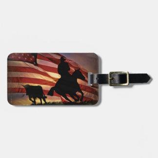 Etiqueta Para Maletas Vaquero rústico y buey Roping con la bandera