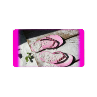 Etiqueta Sandalias arenosas rosadas del flip-flop en la