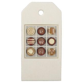 Etiquetas De Madera Para Regalos Caja con los caramelos de chocolate