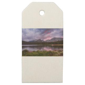 Etiquetas De Madera Para Regalos Cielo lluvioso tempestuoso de la puesta del sol de