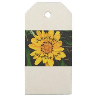 Etiquetas De Madera Para Regalos Confianza en el señor Bright Yellow Flower
