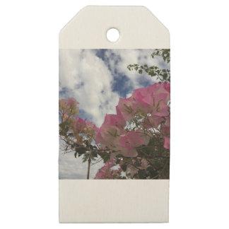 Etiquetas De Madera Para Regalos flores rosadas contra un cielo azul
