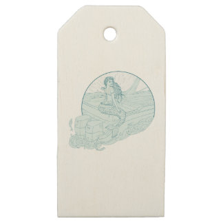 Etiquetas De Madera Para Regalos Sirena que se sienta en el dibujo del barco