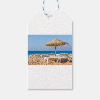 Etiquetas Para Regalos Parasol de mimbre con la playa beds.JPG