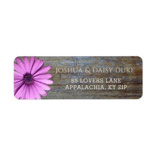 Etiquetas púrpuras de madera rústicas del boda del